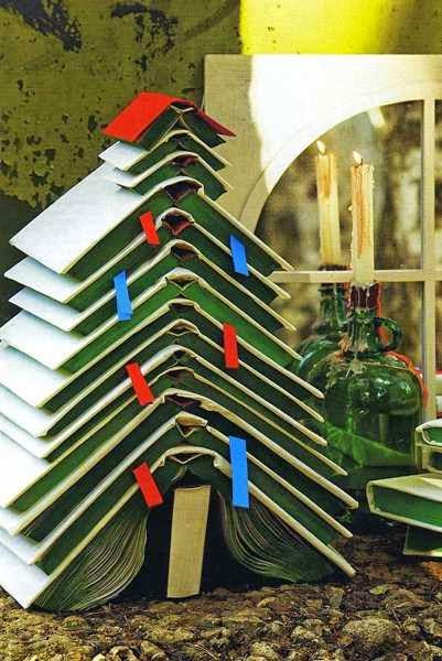 árvore de natal feita com livros