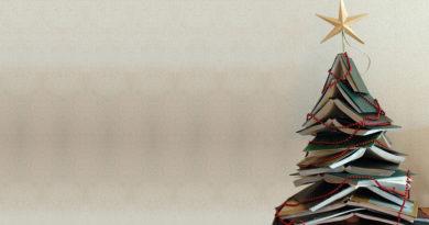 11 Árvores de Natal Feitas com Livros para Você se Inspirar