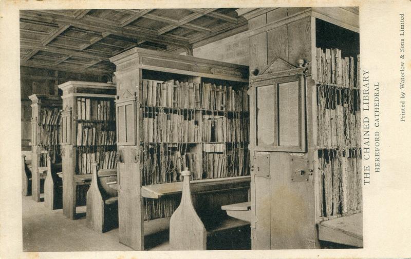 livros com correntes em biblioteca medieval